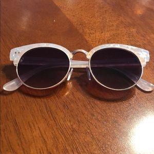 Loft   Color Black Sunglasses